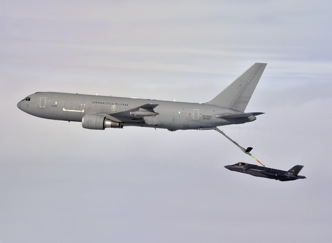 Risultati immagini per f-35 rifornimento volo kc-767a
